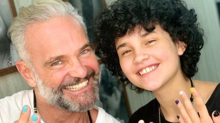 Mateus Carrieri e Domenico posados sorridentes para a foto