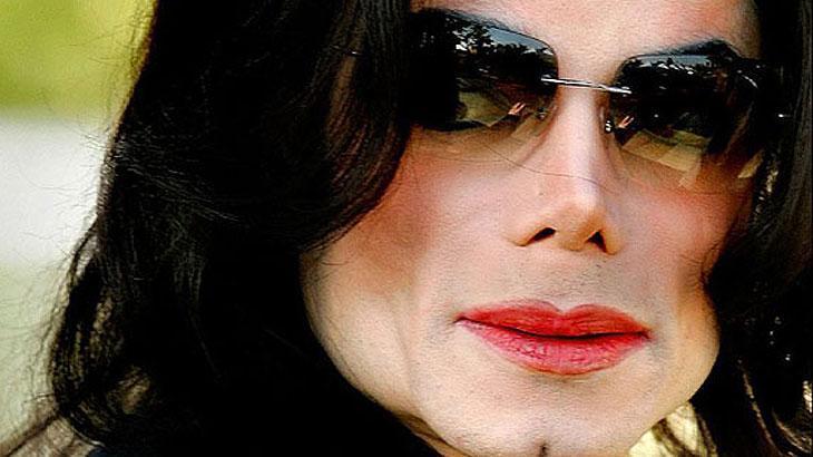 Michael Jackson de óculos escuros