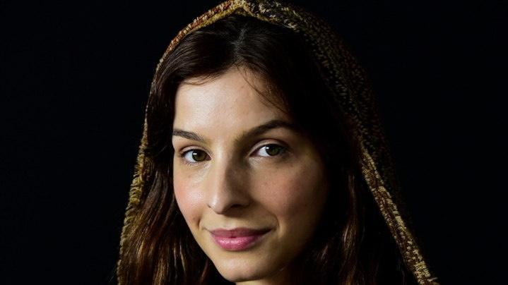 Michelle Batista está caracterizada como Lia, personagem bíblica de Gênesis
