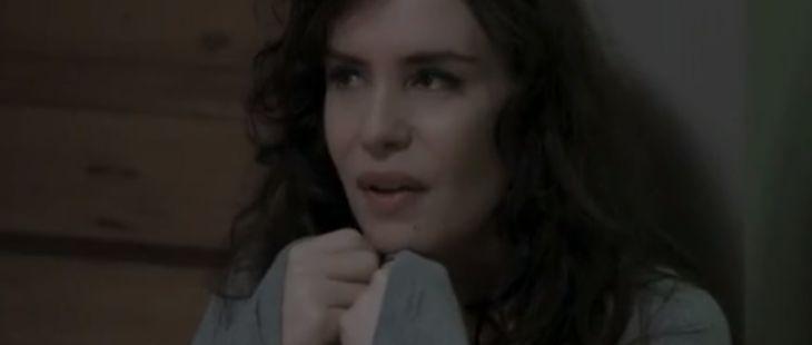 """A Força do Querer: Mira vacila com Irene e recebe ameaça: \""""Se me pegarem você vai junto\"""""""