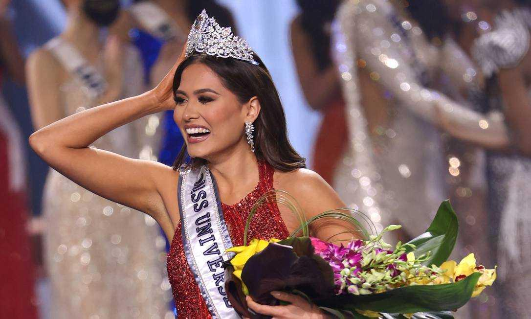 """Segundo lugar no Miss Universo, Julia Gama comemora e pede respeito à campeã: \""""Sejam doces\"""""""