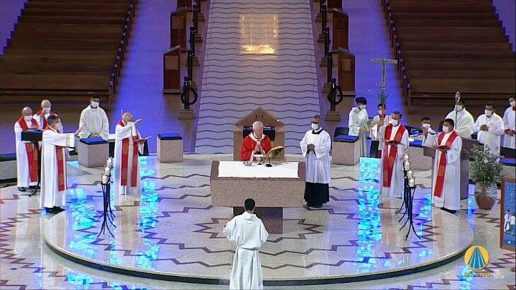 Cena mostra momento da missa de Ramos