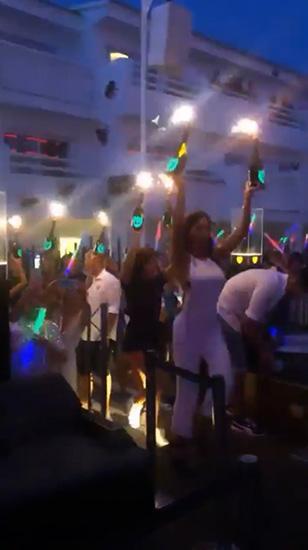Mulher Melão ostenta em hotel de Ibiza com diárias de 39 mil reais