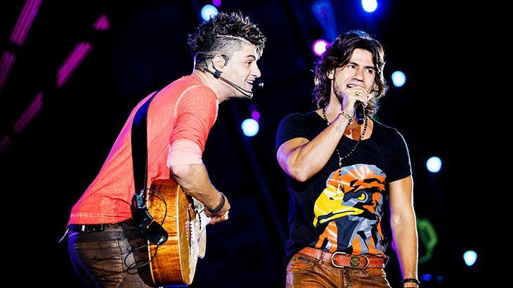 Mariano durante show com Munhoz antes de A Fazenda 2020