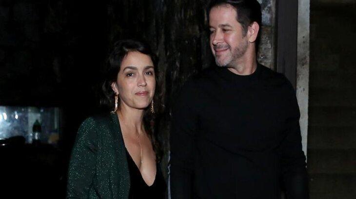 Manuela Dias e Murilo Benicio são flagrados chegando juntos ao aniversário de Luciano Huck