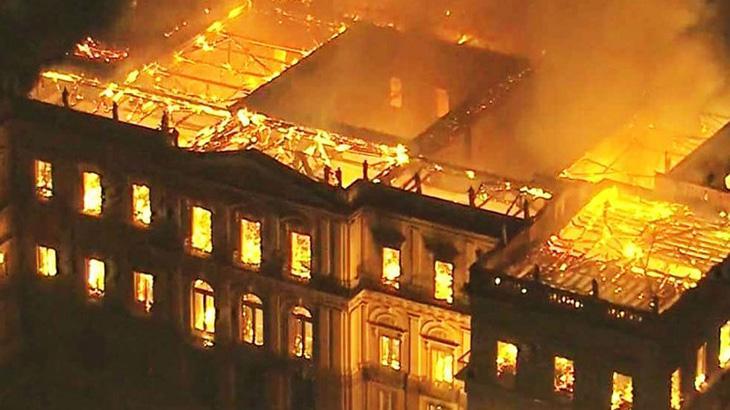 Incêndio no Musel Nacional no Rio de Janeiro