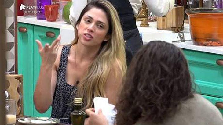 Nadja fala com Fernanda