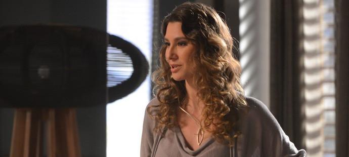 Totalmente Demais: Arthur usa arma secreta para convencer Eliza a posar nua; saiba qual