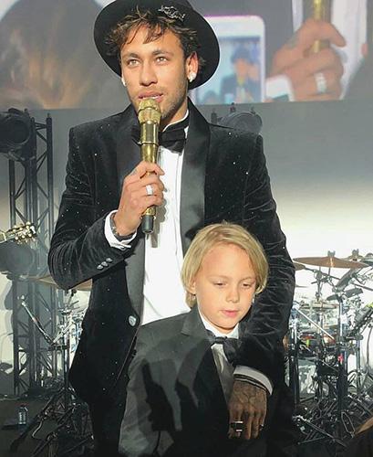 Neymar chega ao 26 anos com super festa em Paris