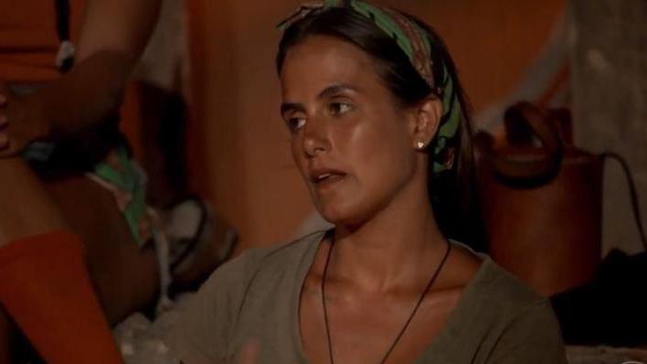 Carol Peixinho com cara de tédio
