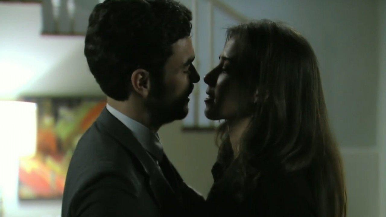 Império: José Pedro beija Cora e deixa a megera caidinha por ele