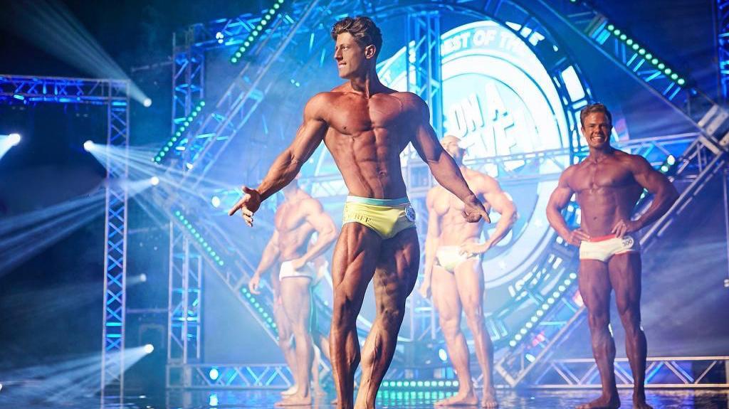 """Guerra dos Kens? Novo Ken Humano detona modelo que virou Barbie: \""""Totalmente perdido, um maluco\"""""""