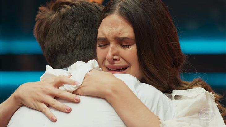 Marocas chorando abraçada a Samuca