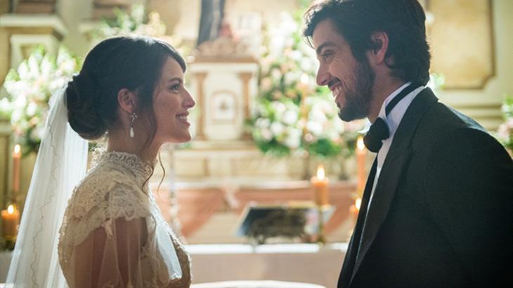 Emma (Agatha Moreira) e Ernesto (Rodrigo Simas) em casamento