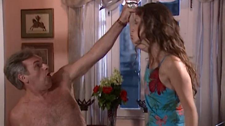 Henri Pagnoncelli e Giovanna Antonelli em cena da novela Laços de Família, em reprise na Globo