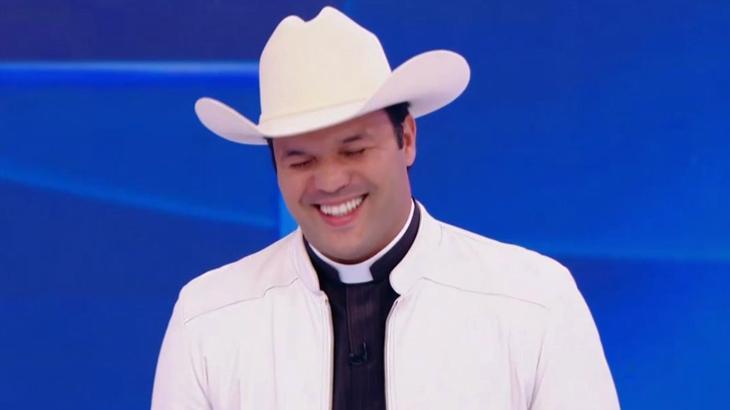 Silvio Santos pergunta se padre Alessandro Campos é virgem e arranca risadas