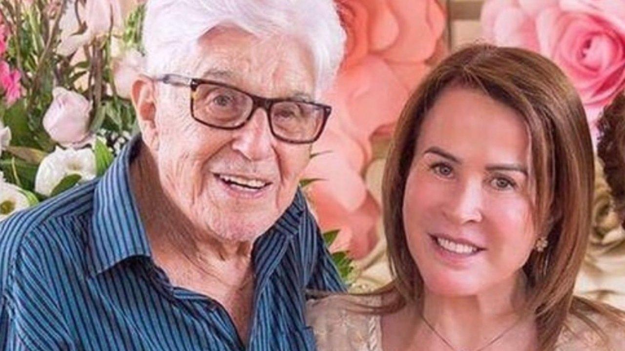 Geraldo Godoi, pai da empresária Zilu Godoi, abraçado à filha