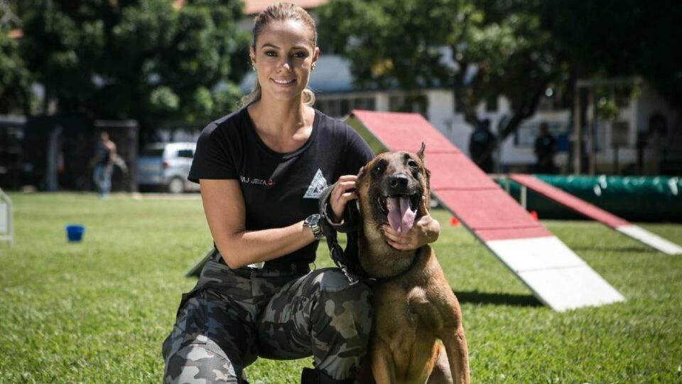 Paolla Oliveira e o cachorro Iron