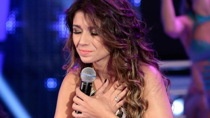 Paula Fernandes sofrendo