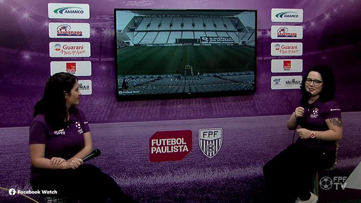 A comentarista Bianca Penha e a narradora Natália Lara na transmissão de Corinthians x Taubaté, pelo Paulistão Feminino