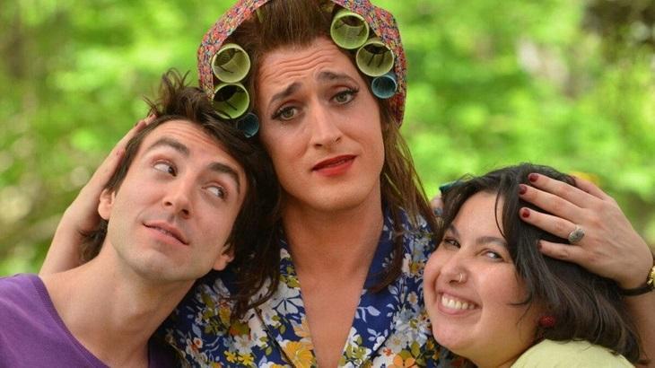 Rodrigo Pandolfo, Paulo Gustavo e Mariana Xavier em cena do filme Minha Mãe é uma Peça