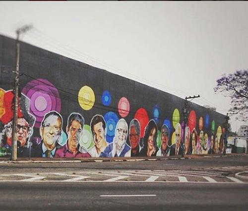 Quem é o artista? Filha de Silvio Santos se impressiona com grafite de estrelas do SBT