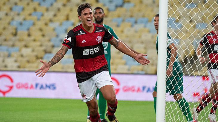 O atacante Pedro comemora gol pelo Flamengo contra o Boavista