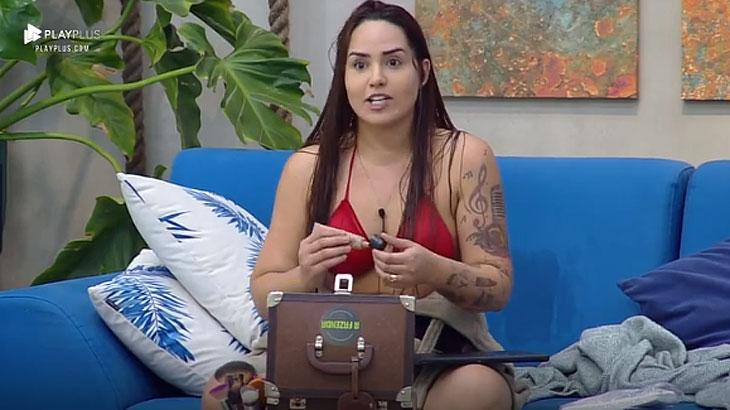 Perlla explica o uso de maquiagem