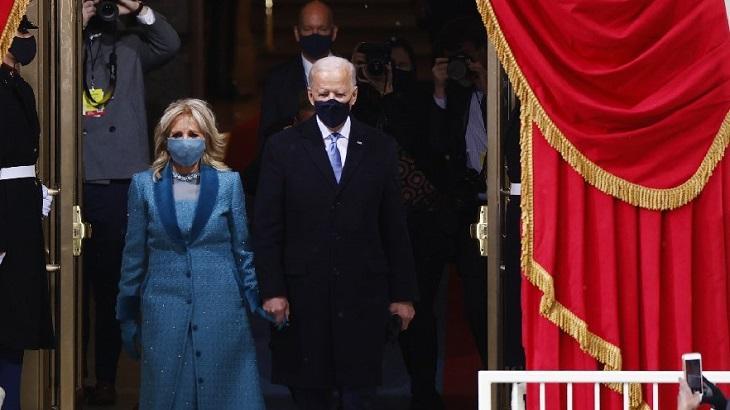 Joe Biden ao lado da sua esposa