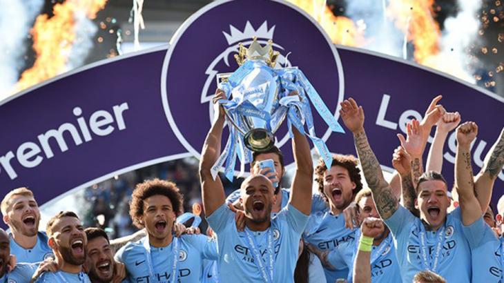 Manchester City ergue troféu da Premier League