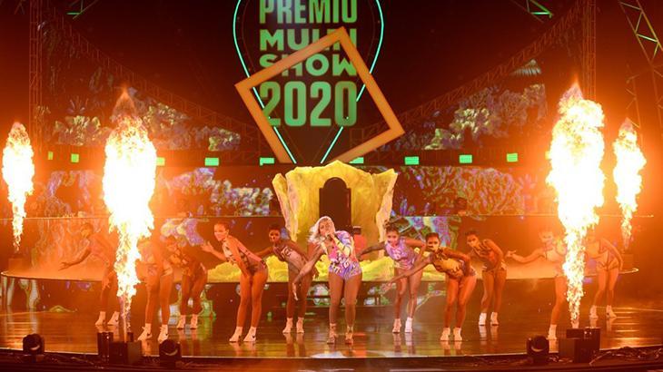 Ludmilla cantando no palco do Prêmio Multishow