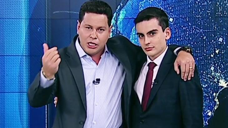 Marcão do Povo e Dudu Camargo, apresentadores do Primeiro Impacto, abraçados