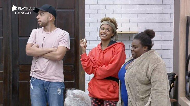 Lucas Maciel, Lidi Lisboa e Jojo Todynho com ovos dourados na mão