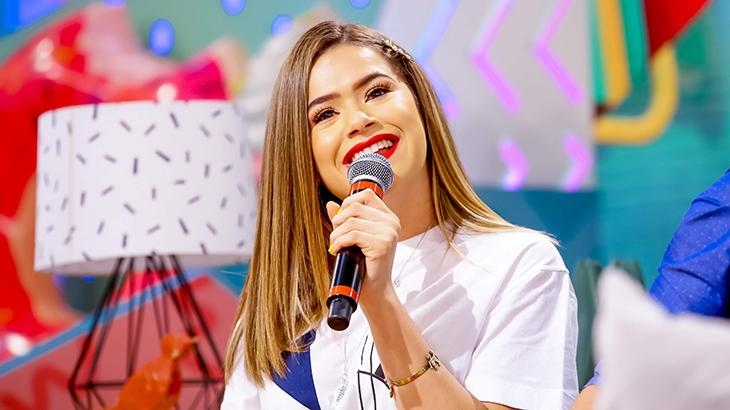 Maisa sorrindo