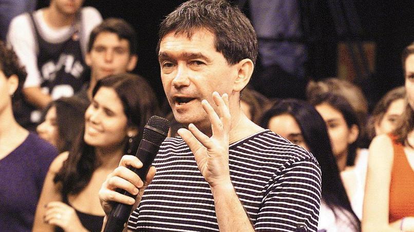 Há 20 anos, Globo estreava Altas Horas com promessa de ser ao vivo