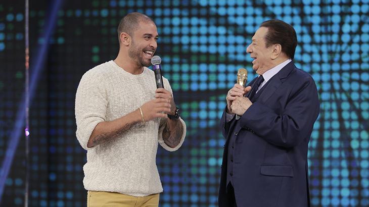 """Raul Gil recebe João Kléber no quadro \""""Pra Quem Você Tira o Chapéu\"""" deste sábado"""