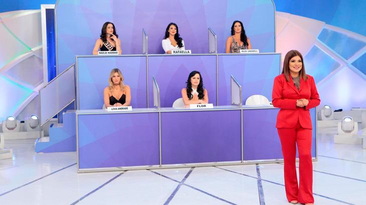 """Silvio Santos faz descobertas em \""""Jogo dos Pontinhos\"""" só com mulheres"""