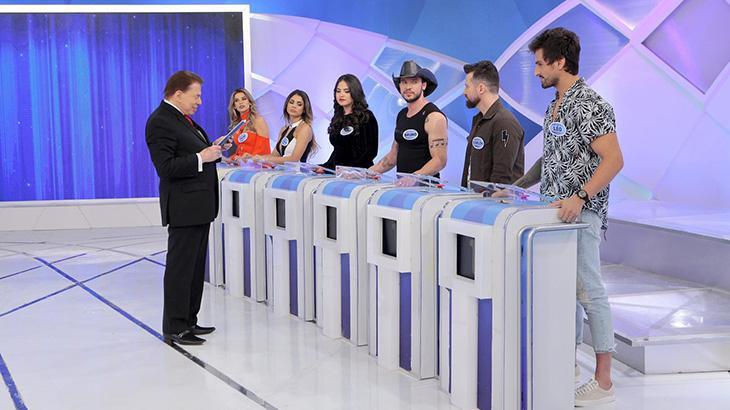 Silvio Santos ensina a melhor maneira de entrar no motel para Leo Dias e Solange Almeida