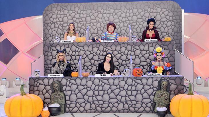 Silvio Santos promove festa de Halloween em seu programa no SBT