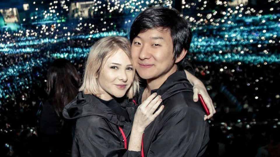Pyong Lee já recebeu beijo grego e pediu para participar de ménage à trois