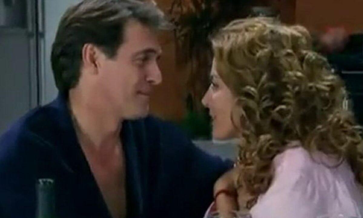 Jerônimo e Renata trocam olhares apaixonados