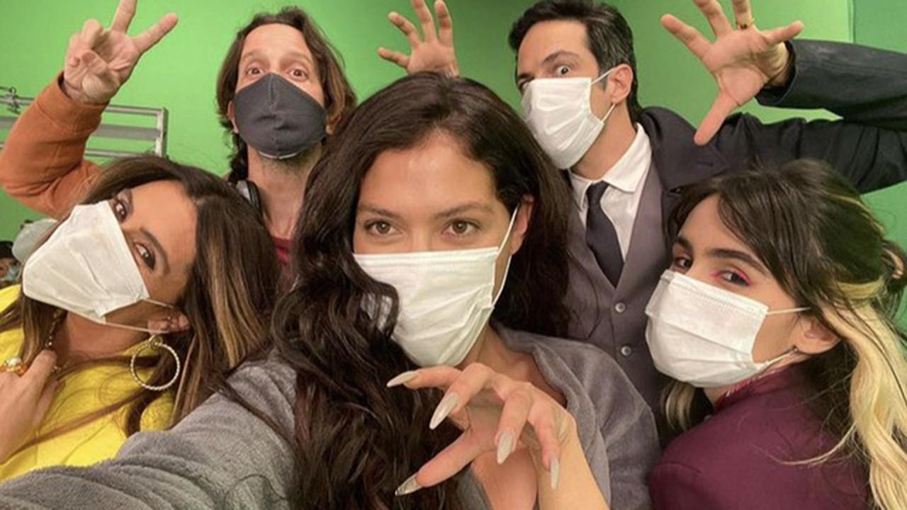 Elenco de Quanto Mais Vida Melhor com máscara