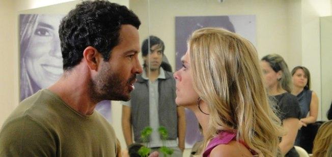 Teodoroa (Carolina Dieckmann) e Quinzé (Malvino Salvador) em cena na novela Fina Estampa