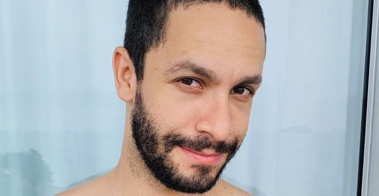 Contratado da Globo, Rainer Cadete explicou bumbum avantajado nas rede sociais