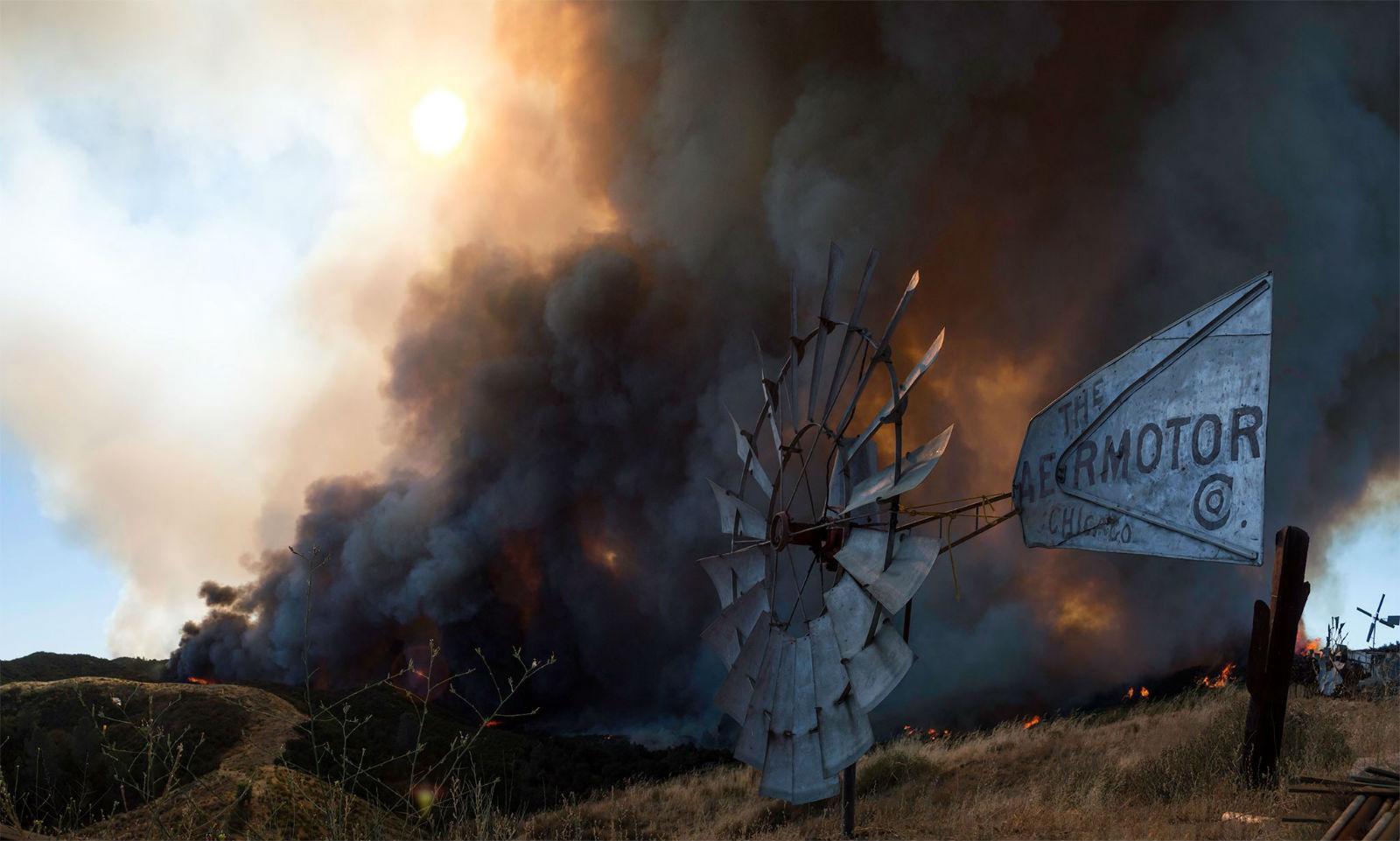 """Rancho de astro de \""""The Big Bang Theory\"""" é devastado por incêndio"""