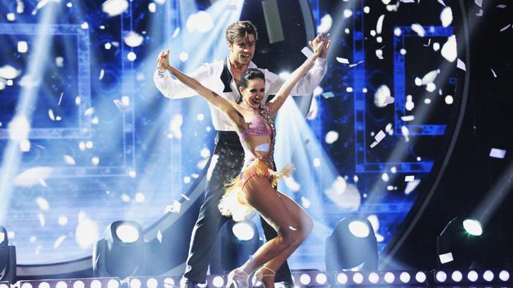 """Namorada de participante do \""""Dancing Brasil\"""" causa tumulto no programa"""