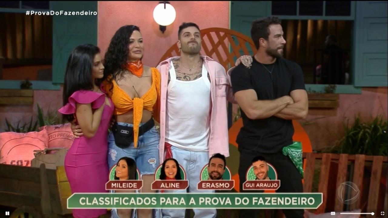 Mileide, Aline, Gui Araújo e Erasmo posam juntos comemorando que vão disputar a Prova do Fazendeiro