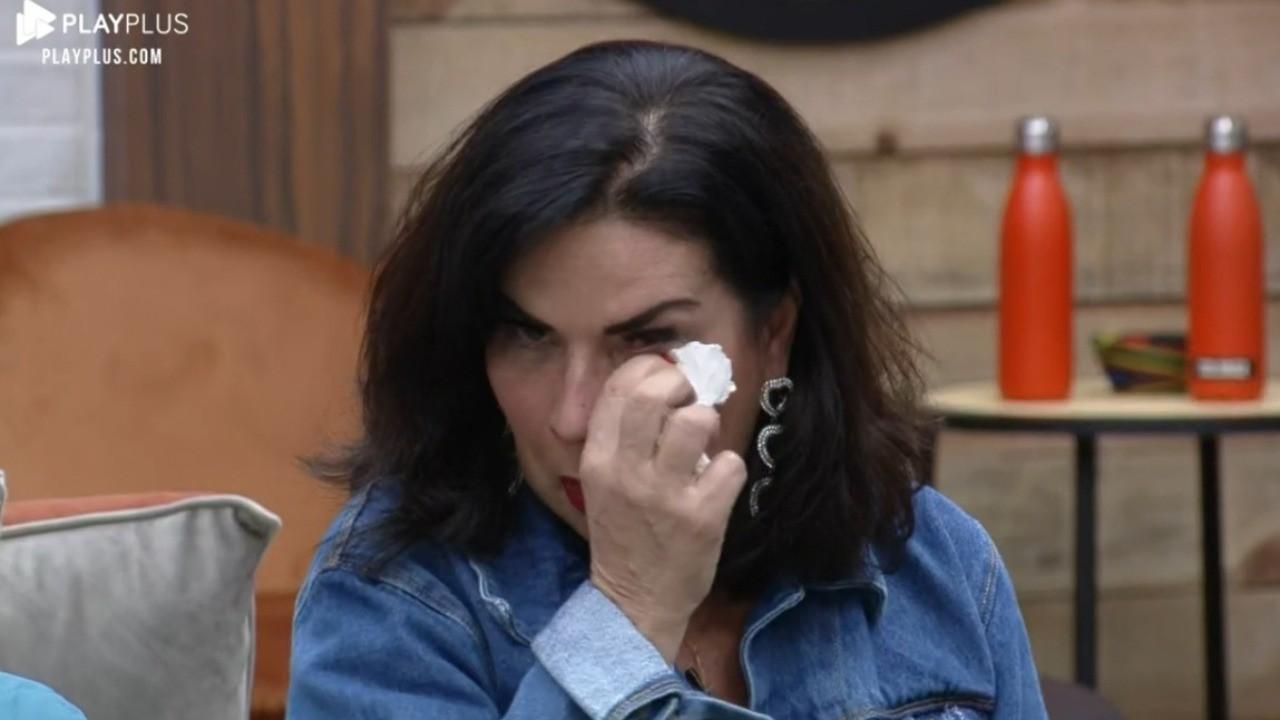 Solange Gomes seca as lágrimas após discutir com Rico Melquiades em A Fazenda 2021