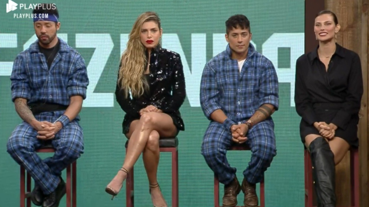Rico Melquiades, Erika Schneider, Tiago Piquilo e Dayane Mello sentados no banco da Roça