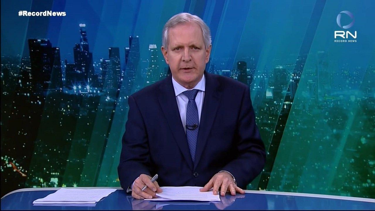 Augusto Nunes apresentando o Jornal da Record News